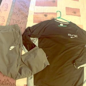 Nike shirt and pants pack